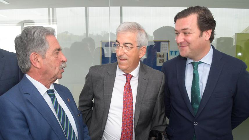 Miguel Ángel Revilla junto a Juan de Miguel y José Antonio Cabornero
