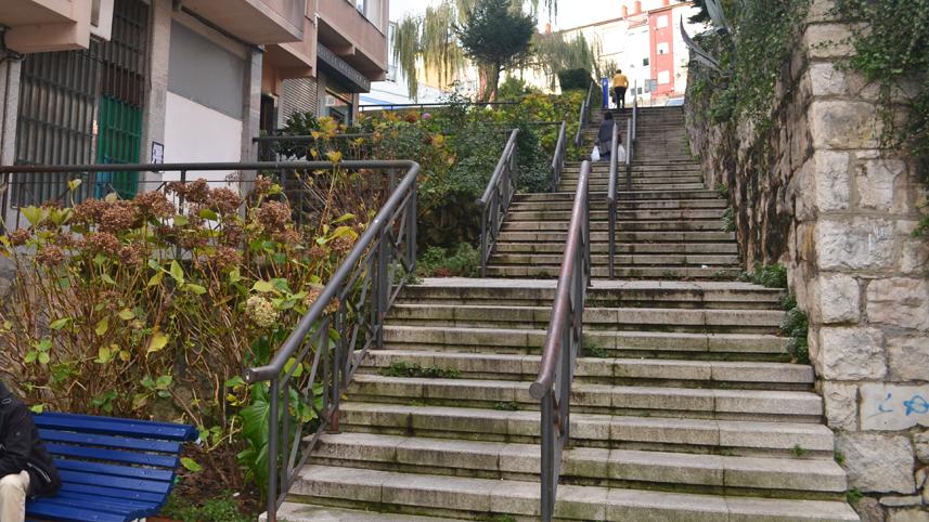 Tramo de escaleras en calle Valencia
