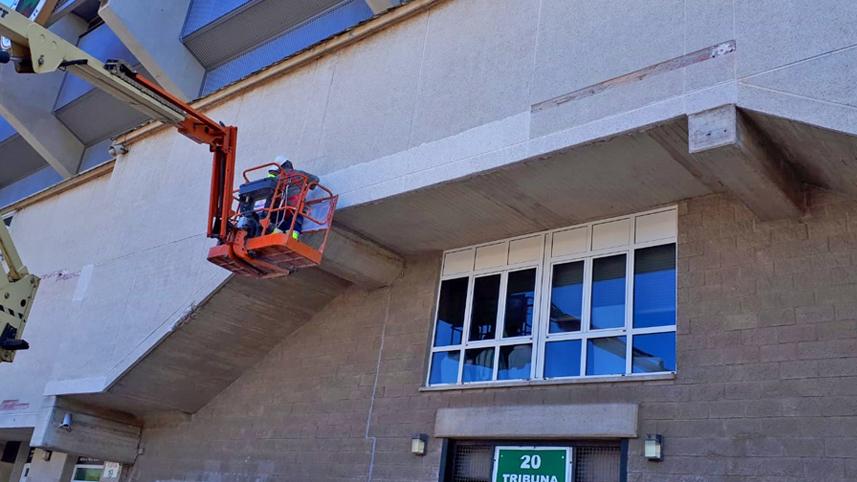 Arreglos en fachada de los Campos de Sport en el Sardinero